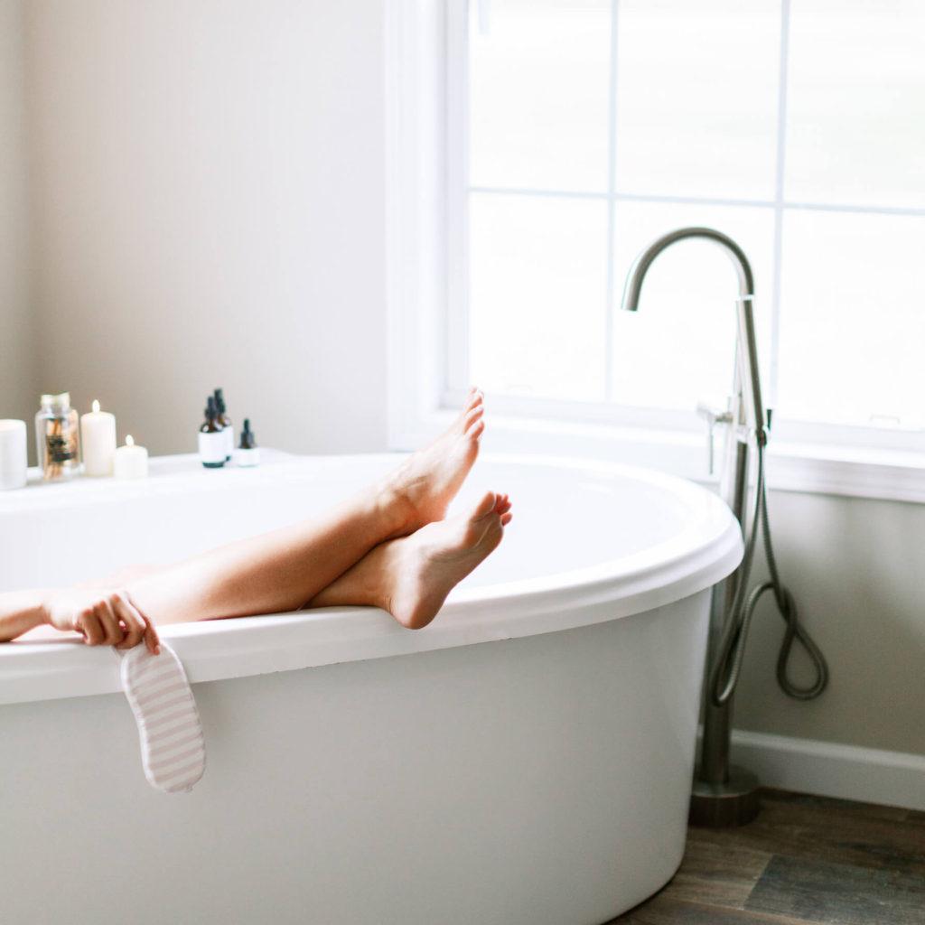 Feet in the tub